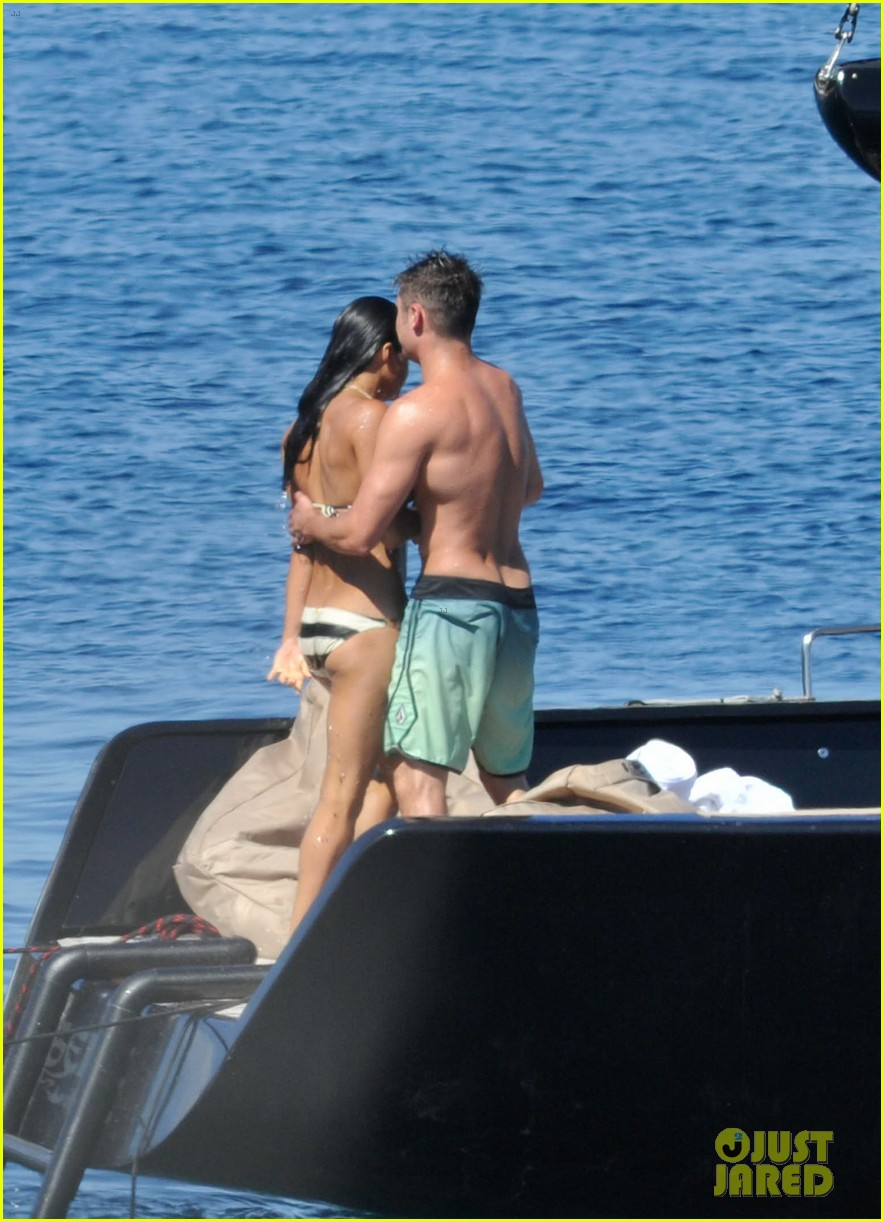 zac efron michelle rodriguez kissing photos 063151158