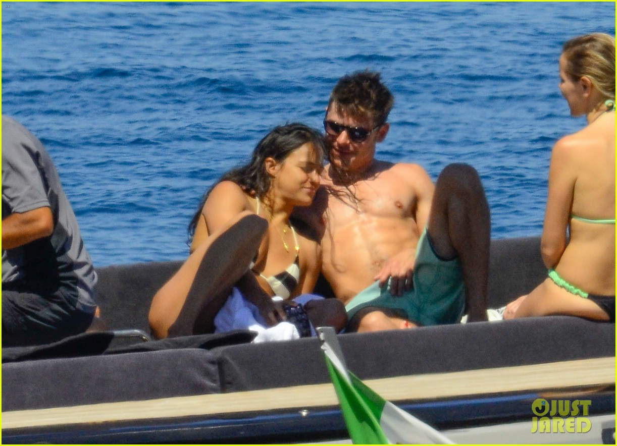 zac efron michelle rodriguez kissing photos 073151159