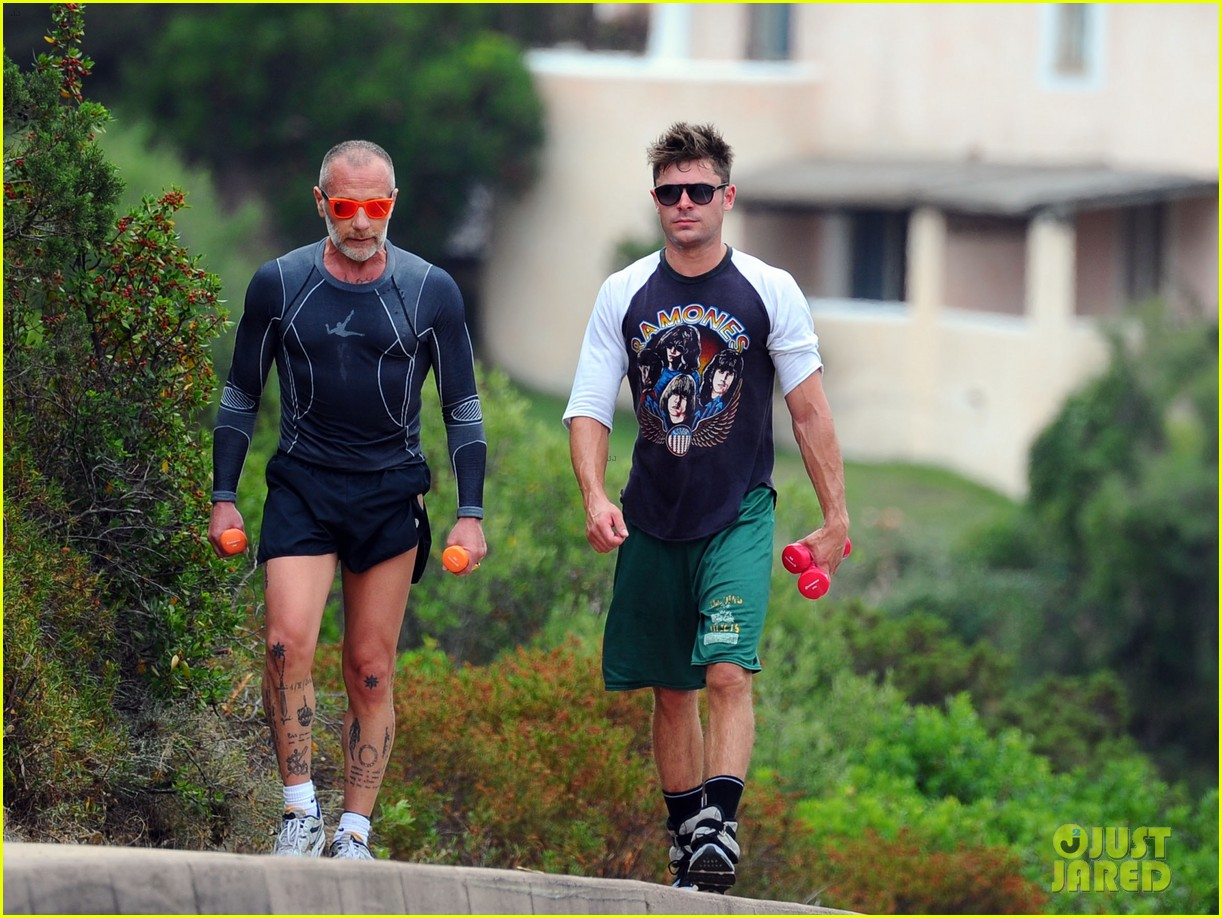 zac efron works on his fitness with gianluca vacchi 013150059