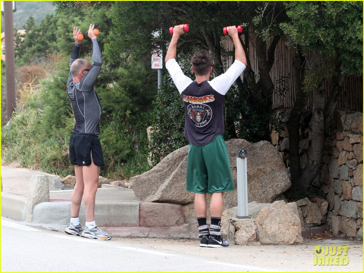 zac efron works on his fitness with gianluca vacchi 053150063