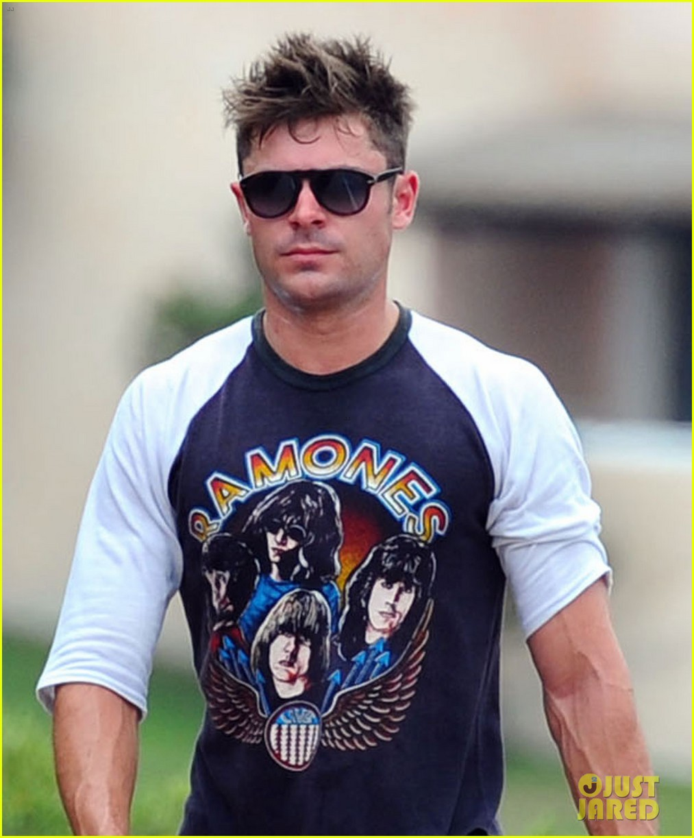 zac efron works on his fitness with gianluca vacchi 063150064