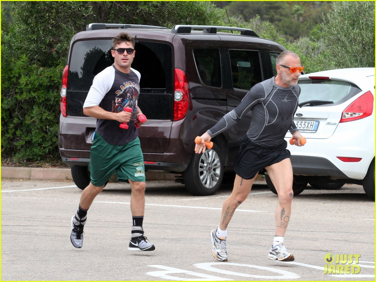 zac efron works on his fitness with gianluca vacchi 07