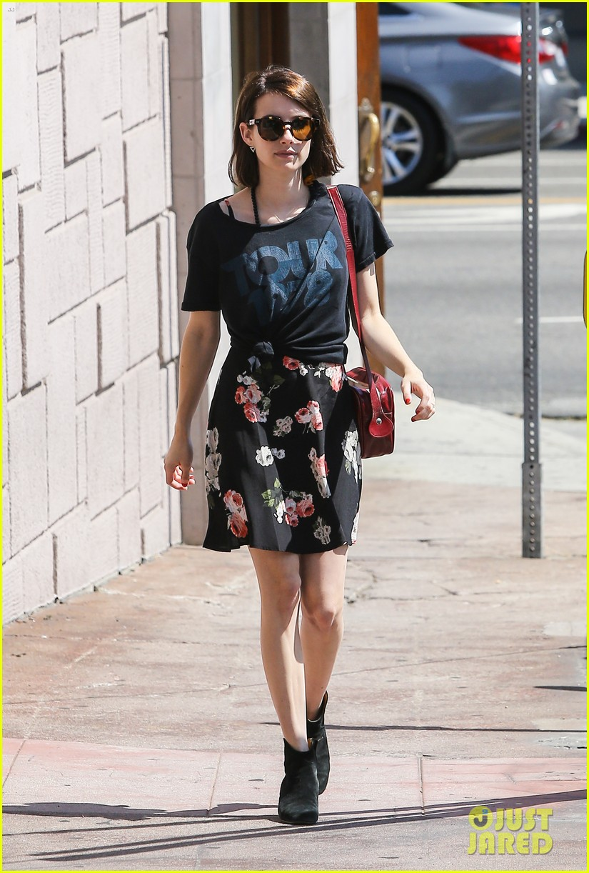 emma roberts takes break ashby filming 053147366