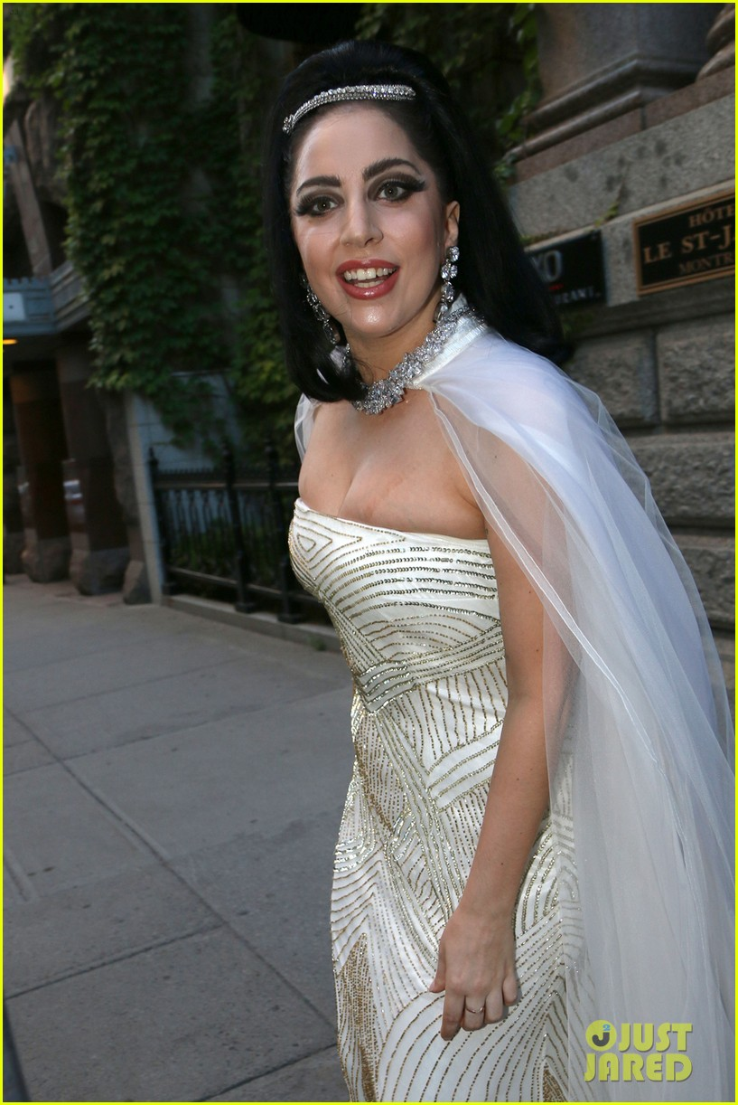 lady gaga wears wedding dress for surprise tony bennett performance 02