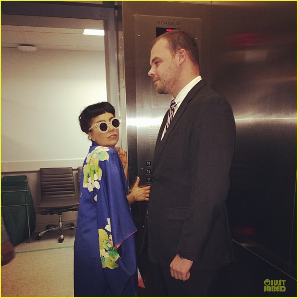 lady gaga shows appreciation for japanese culture 023152045