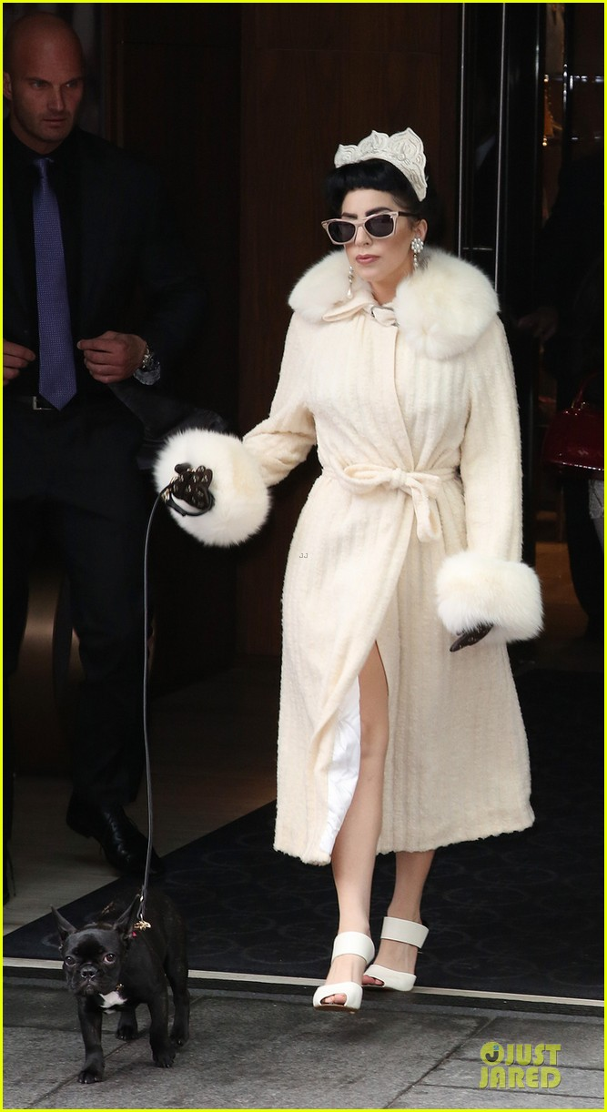 lady gaga looks like royalty in toronto 013151563