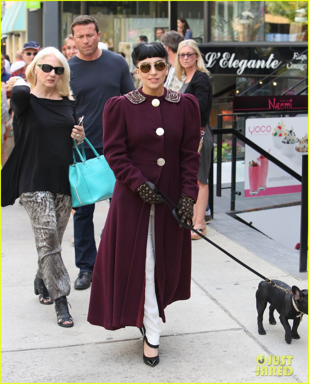 lady gaga spotted shopping at wedding dress store with mom 02