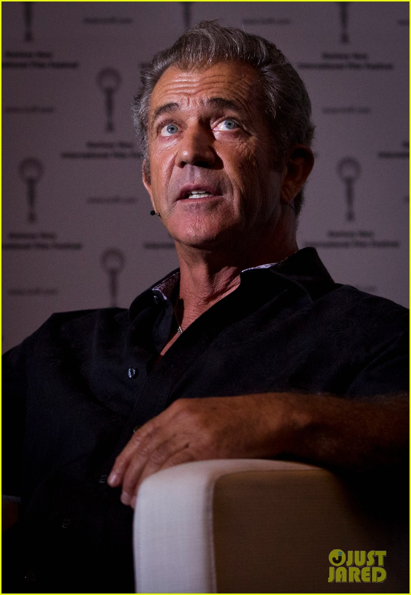 mel gibson crystal globe karlovy vary international film festival 013150211