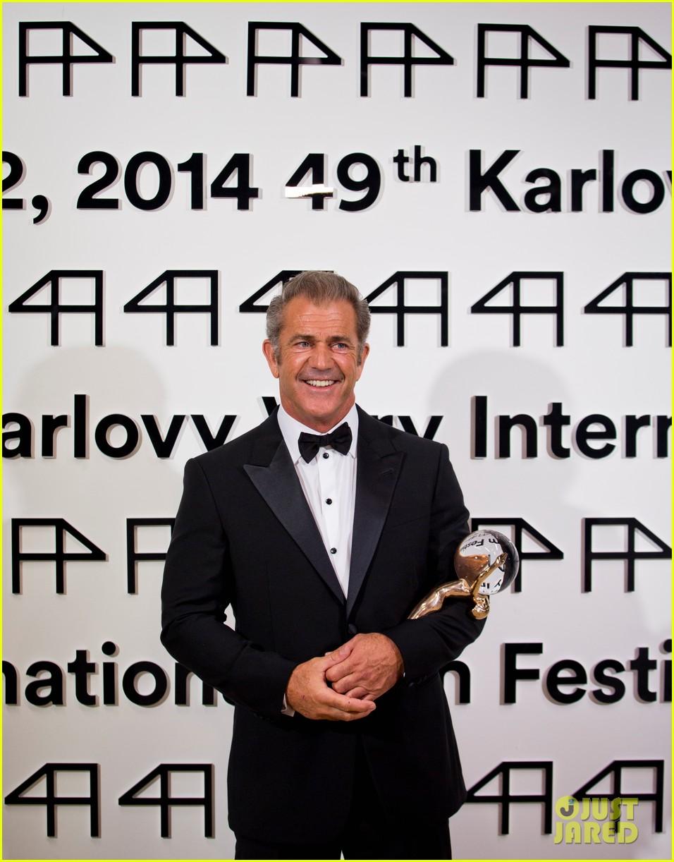 mel gibson crystal globe karlovy vary international film festival 043150214