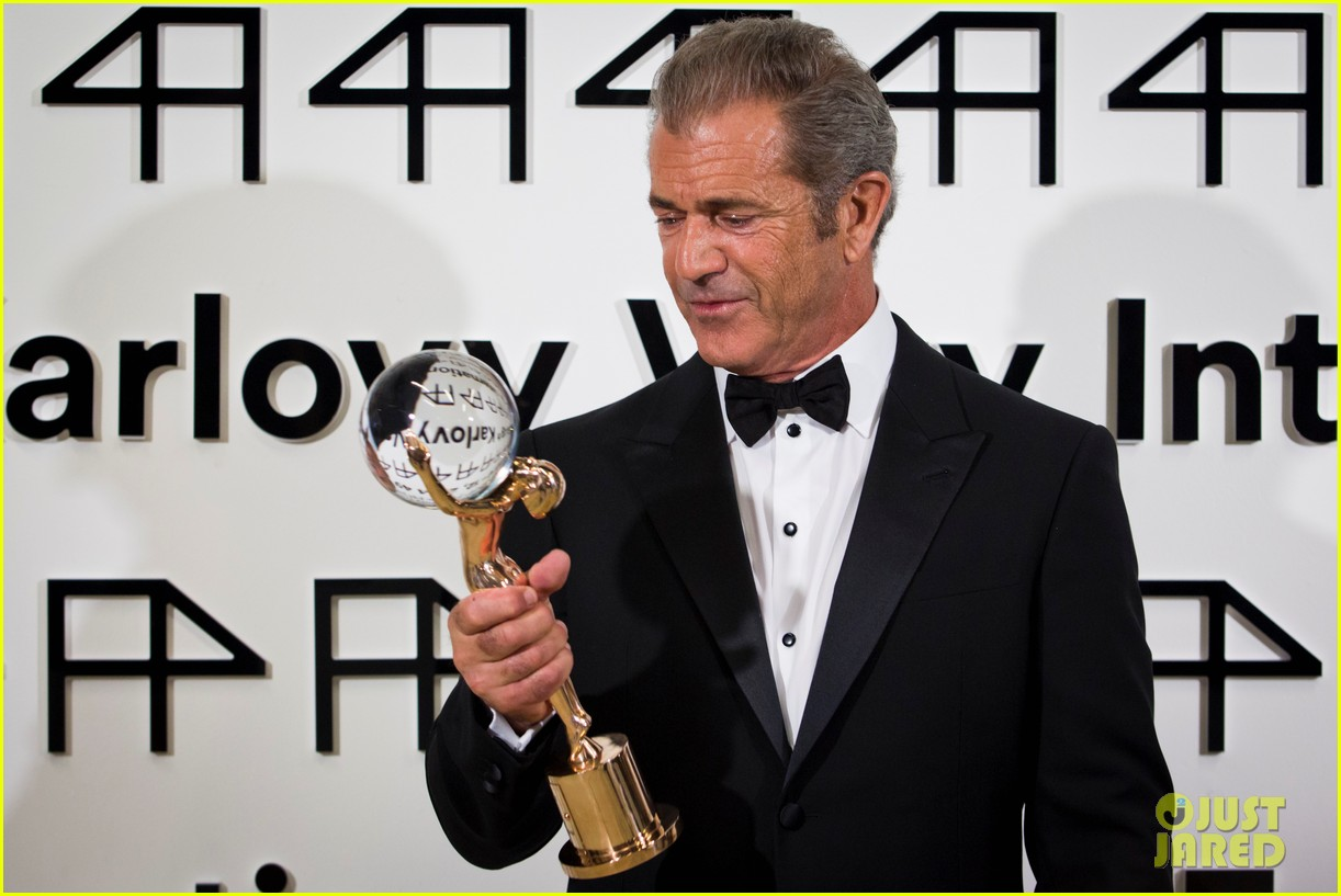 mel gibson crystal globe karlovy vary international film festival 11