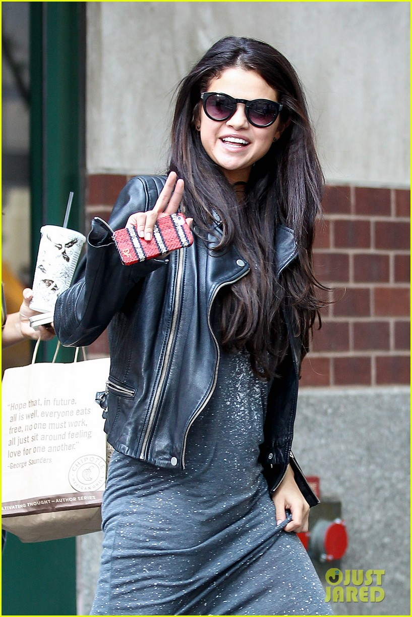 selena gomez chipolte lunch nyc 023153134