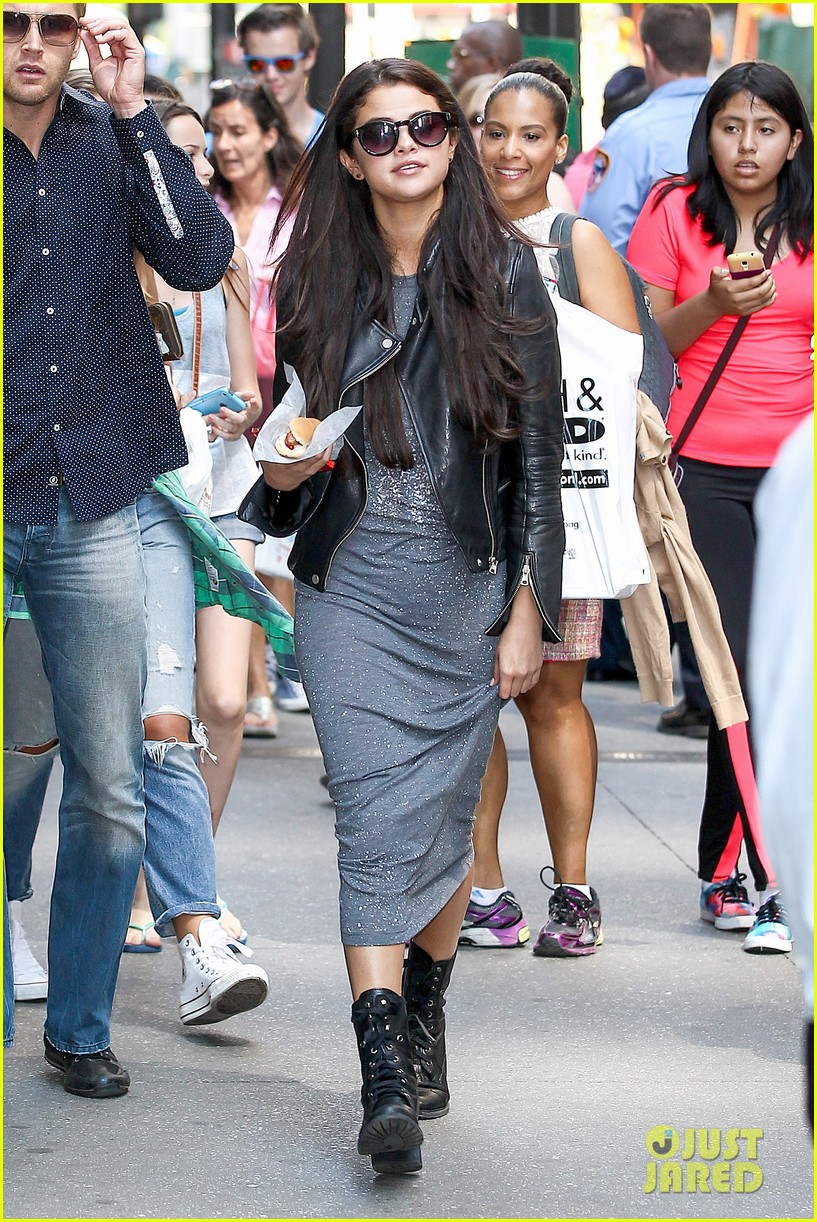 selena gomez chipolte lunch nyc 073153139