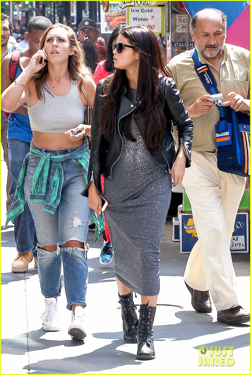 selena gomez chipolte lunch nyc 083153140