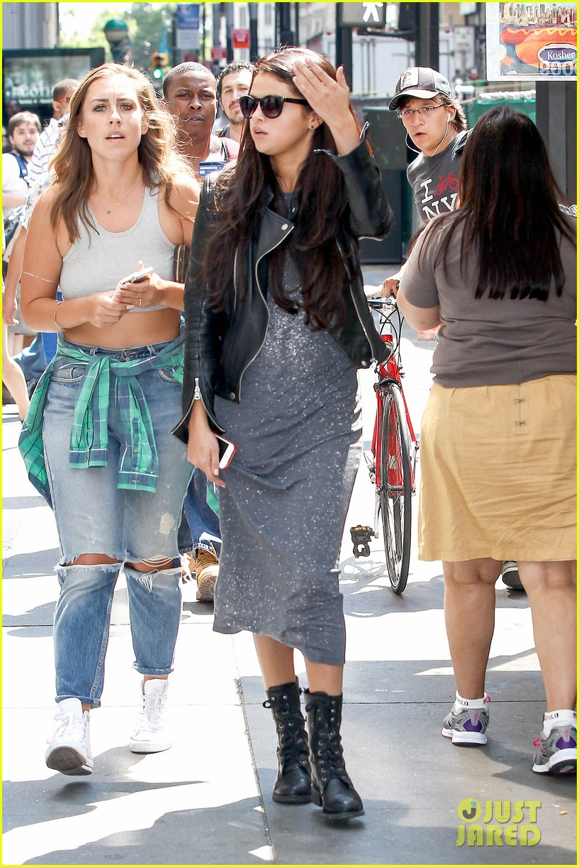 selena gomez chipolte lunch nyc 123153144