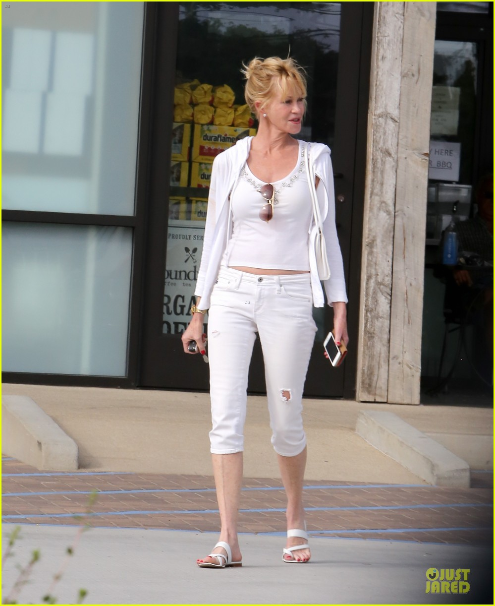 melanie griffith gets grocery help on fourth of july 063150829