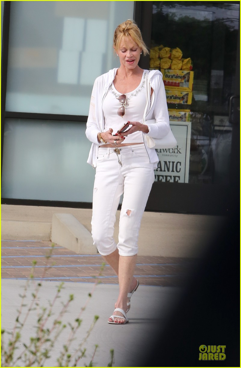 melanie griffith gets grocery help on fourth of july 073150830