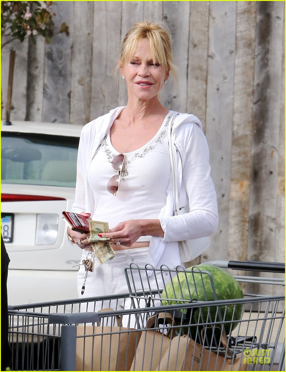 melanie griffith gets grocery help on fourth of july 193150842