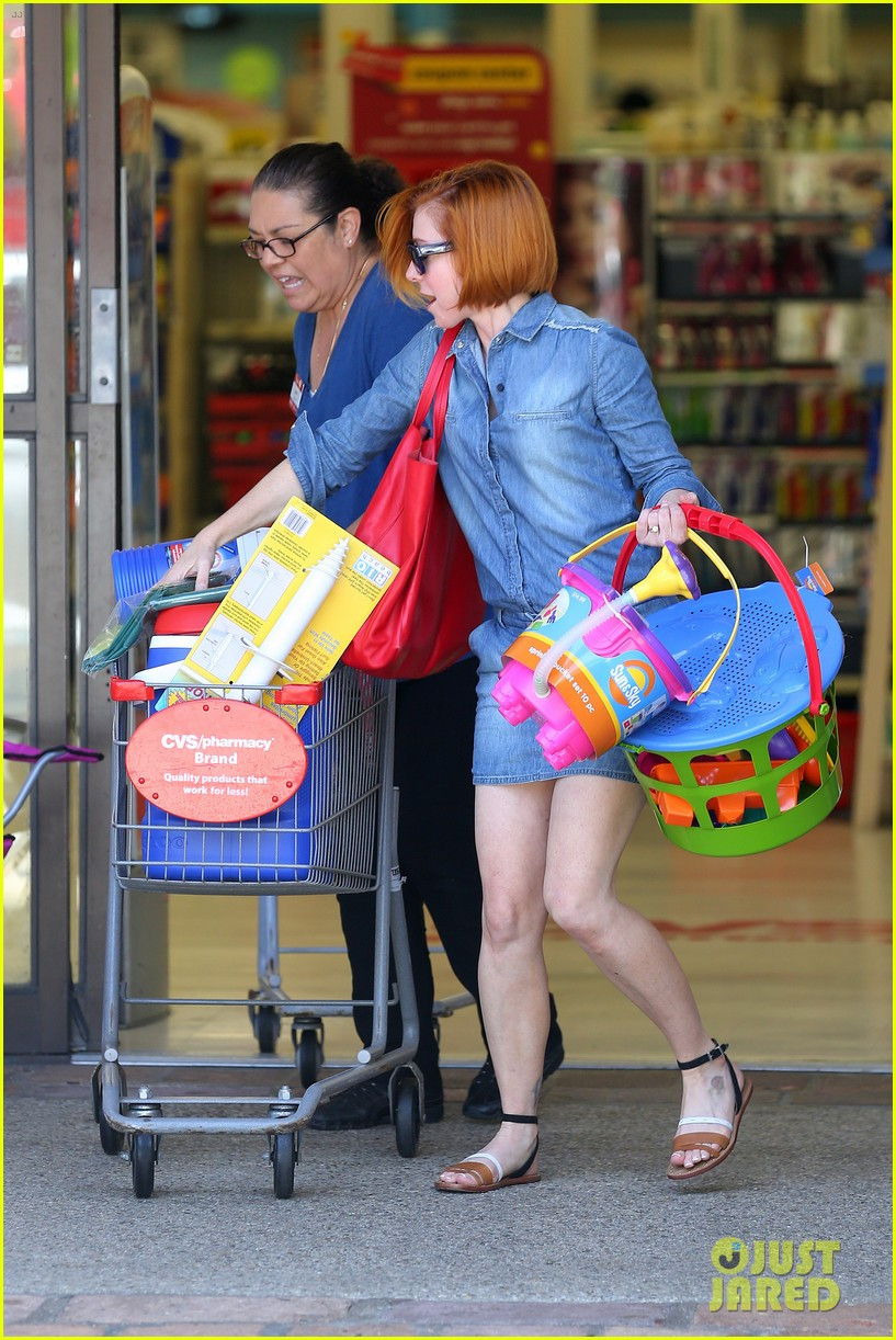 alyson hannigan debuts new bright red short hair 073149754