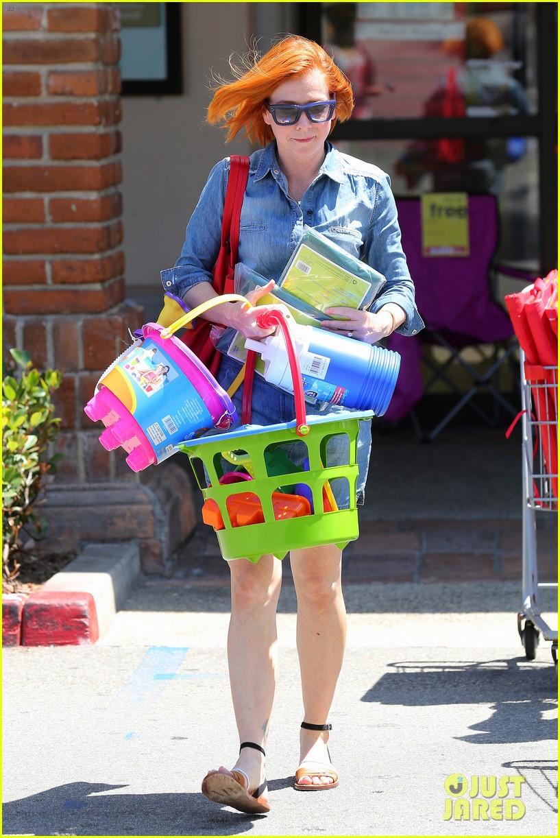 alyson hannigan debuts new bright red short hair 10