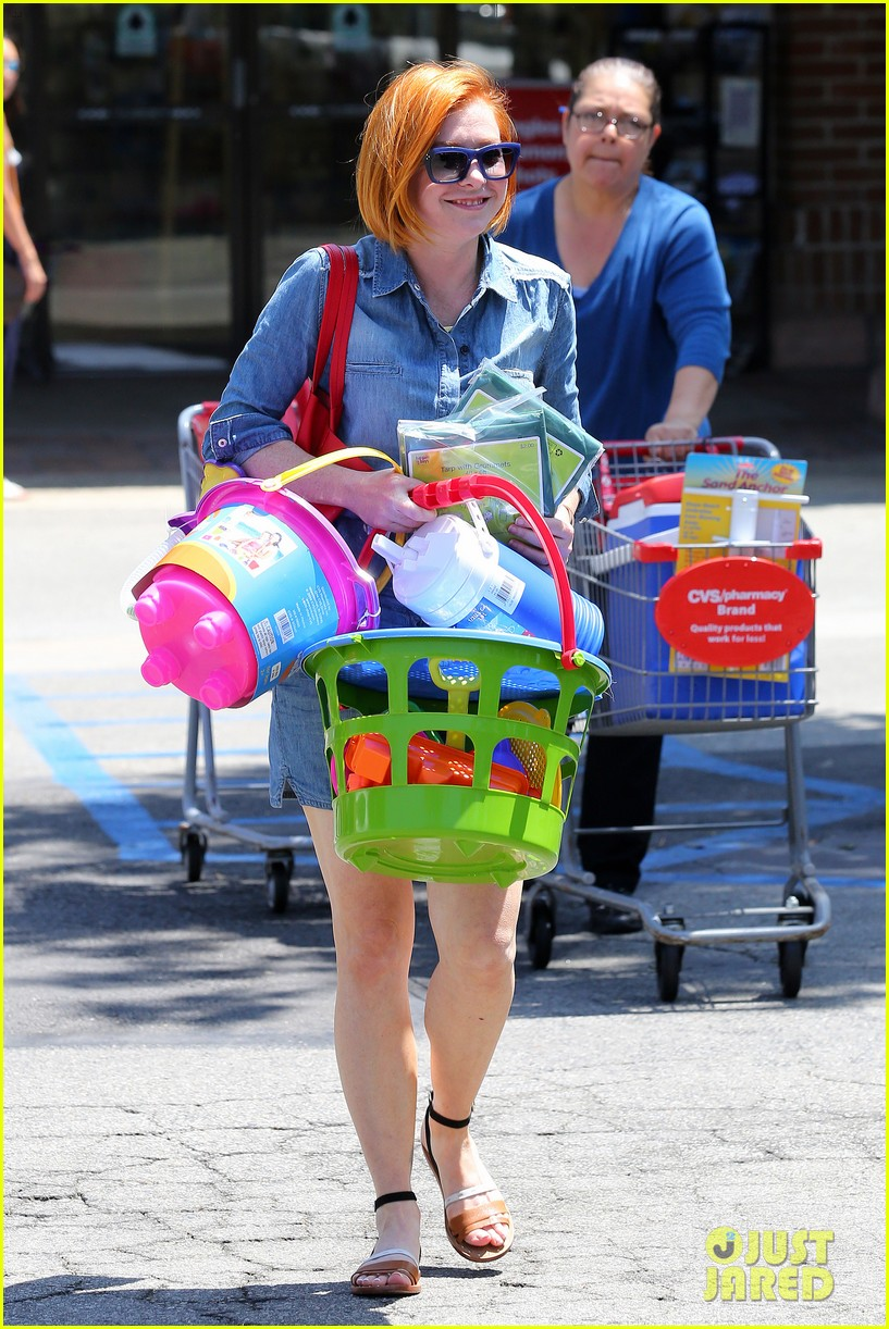 alyson hannigan debuts new bright red short hair 143149761