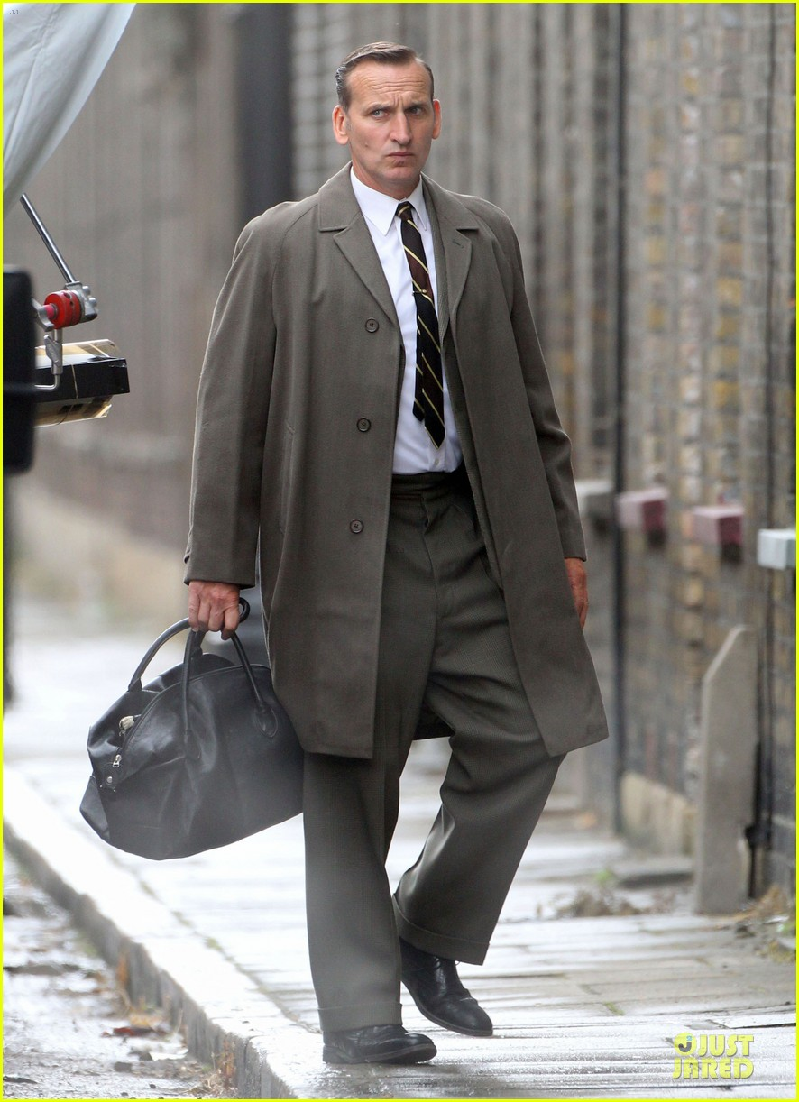 tom hardy gets really serious for legend 093151870