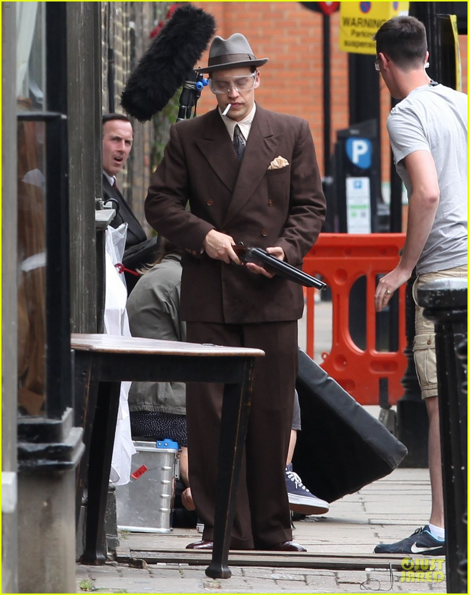 tom hardy looks completely unrecognizable with prosthetics 053151147