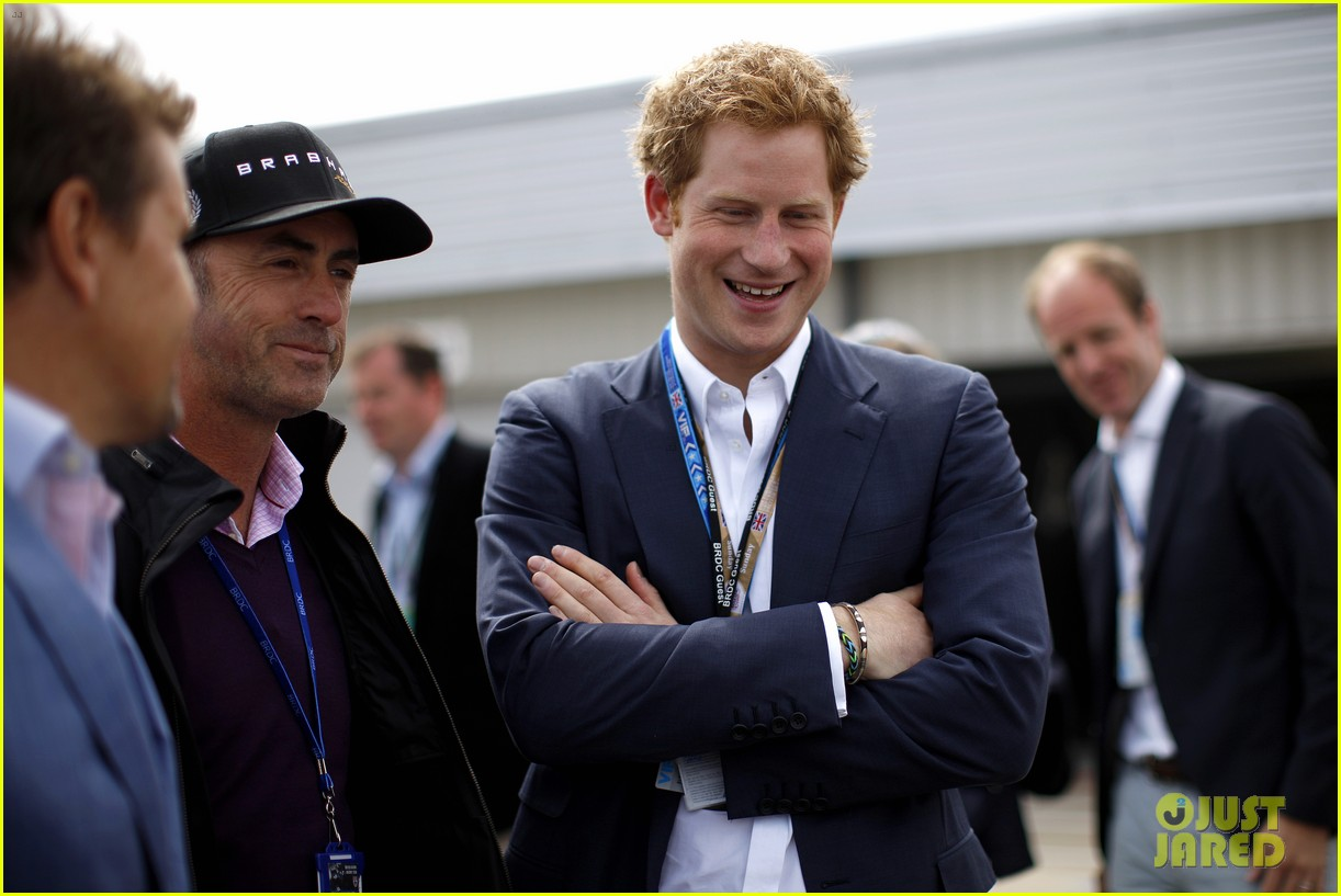 prince harry eventful sunday at the one grand prix 113150854