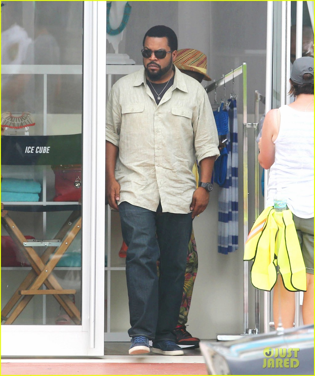 kevin hart begins filming ride along 2 with ice cube in miami 133152180