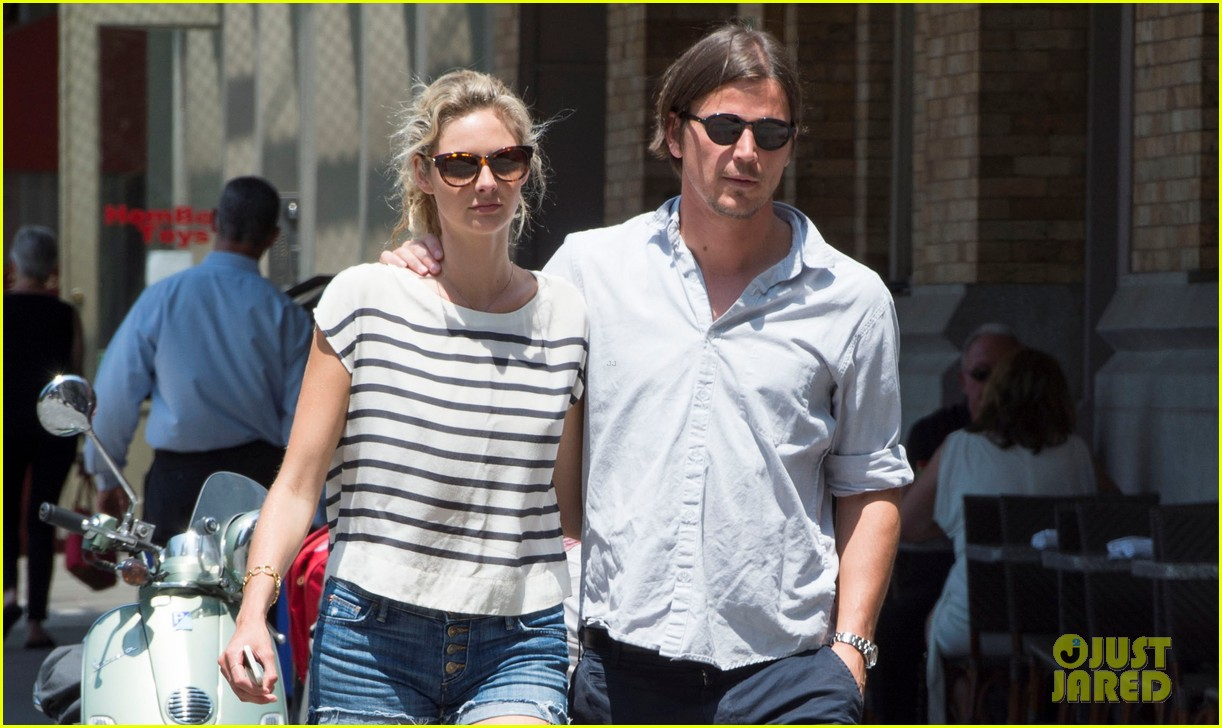josh hartnett tamsin egerton wrap arms around each other on stroll 023148940