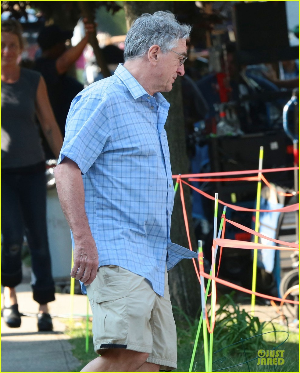 anne hathaway robert de niro get back to work on the intern 133151309