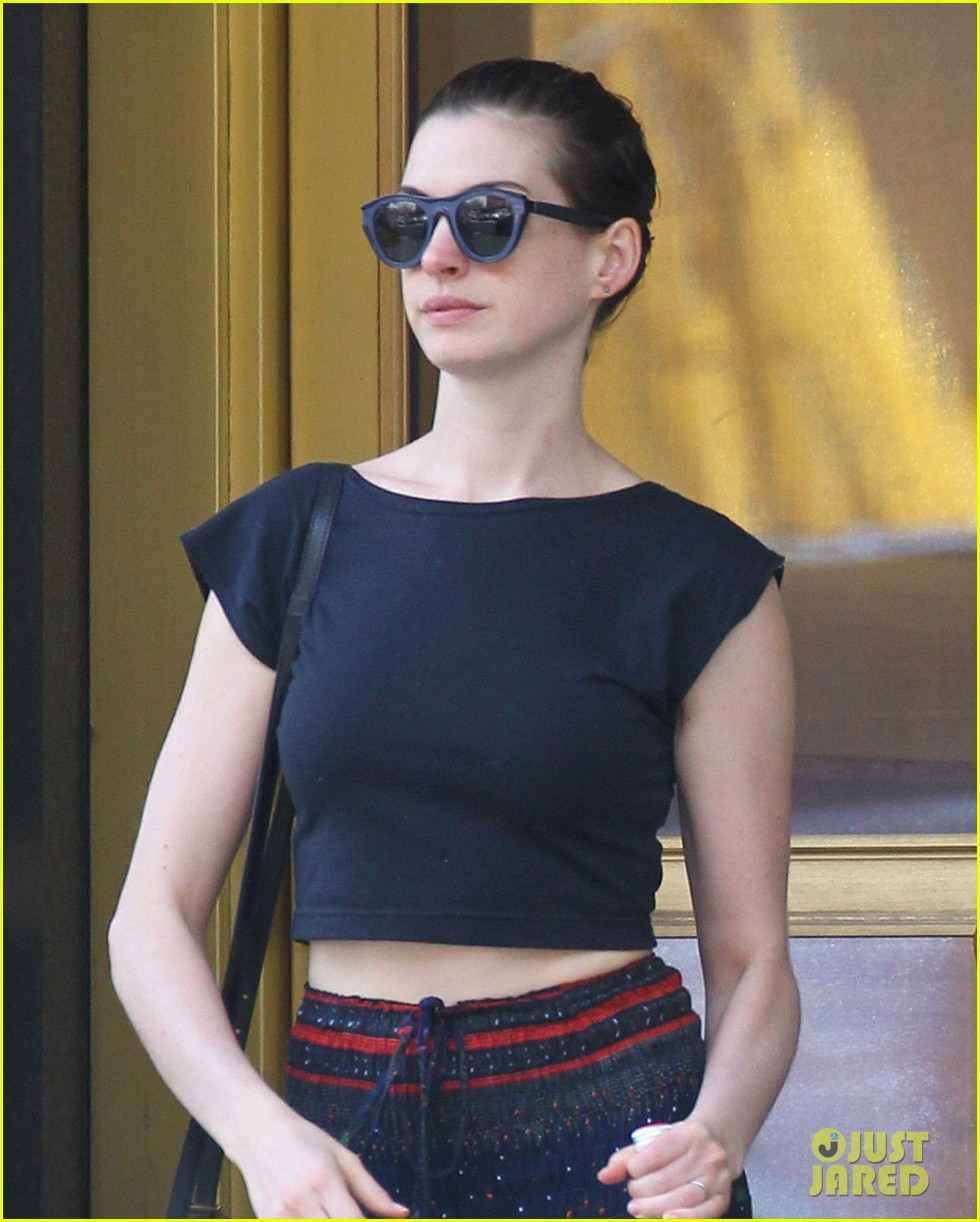 anne hathaway hair long enough for a ponytail 013149351