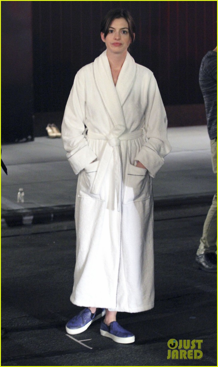 anne hathaway walks the streets of new york in a bathrobe 013153279