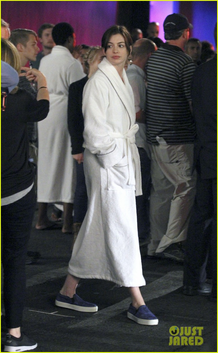 anne hathaway walks the streets of new york in a bathrobe 043153282