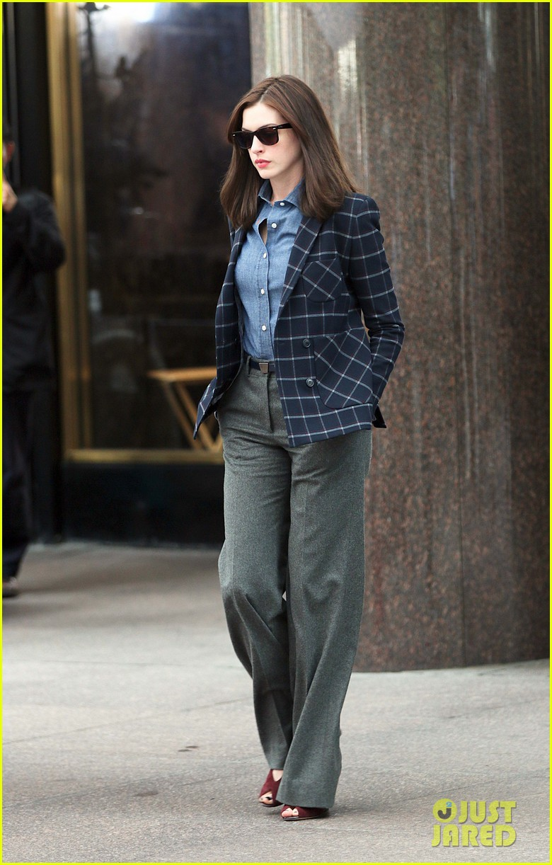 anne hathaway walks the streets of new york in a bathrobe 053153283