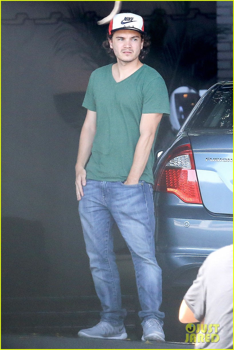 emile hirsch spends his day hanging out at chateau marmont 083147608