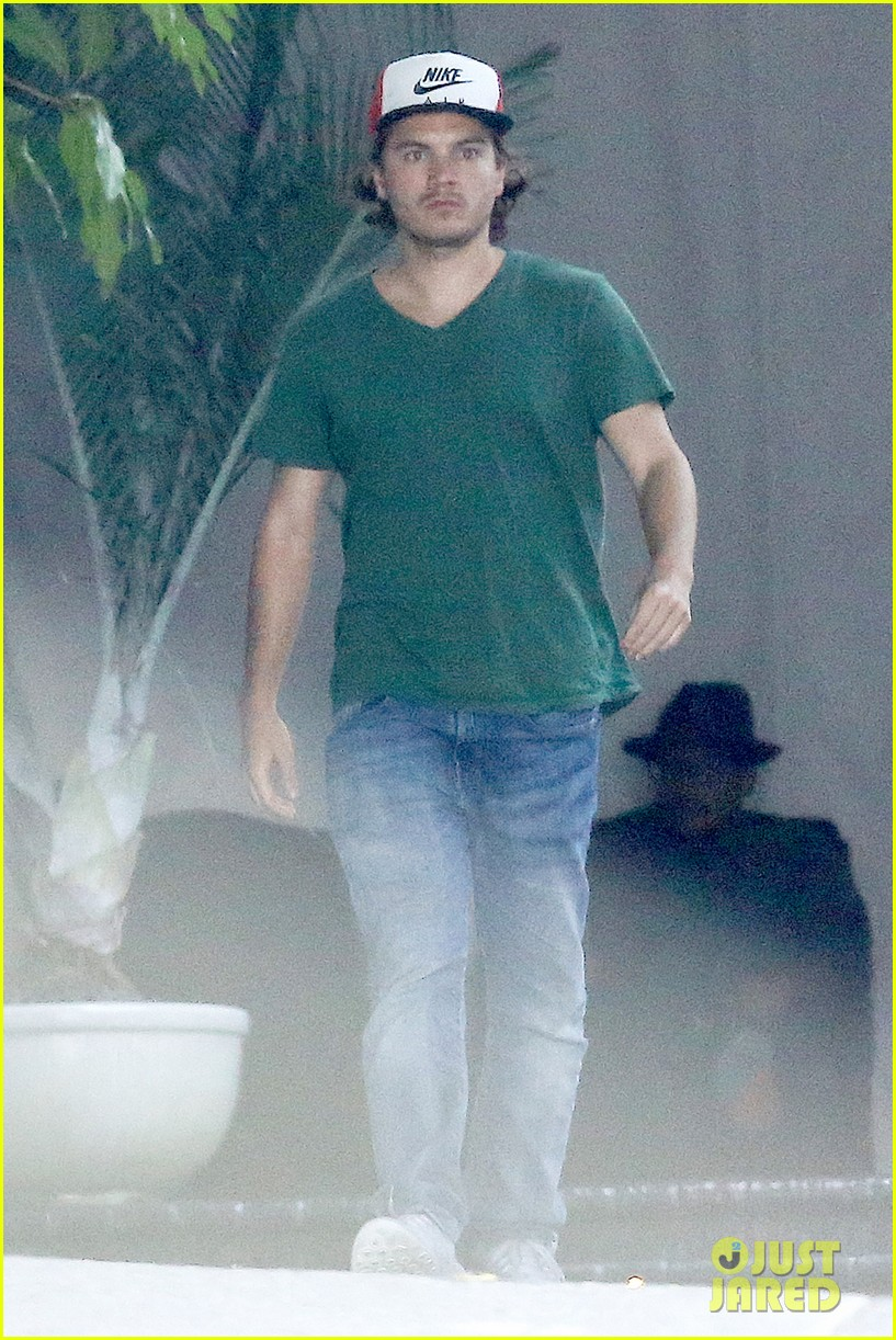 emile hirsch spends his day hanging out at chateau marmont 103147610