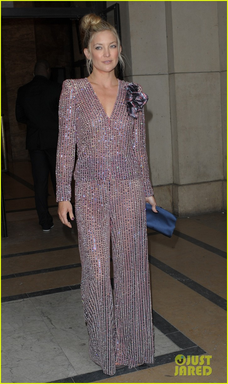 kate hudson pink armani paris fashion week show 123151797