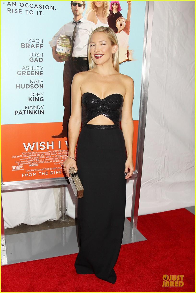 Kate Hudson Flaunts Mi... Kate Hudson