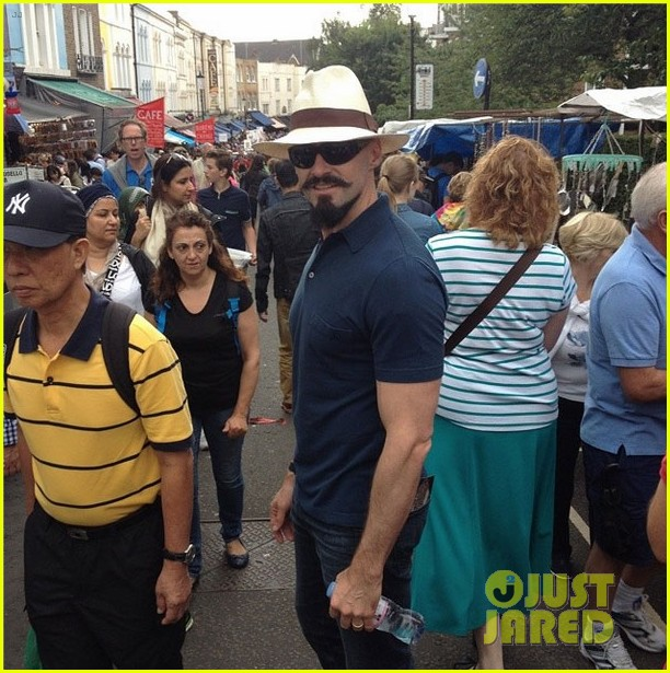 hugh jackman checks out bruno mars concert in london 04