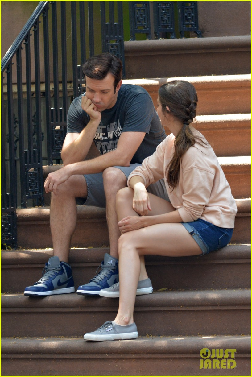 jason sudeikis alison brie film tiring moving scene for sleeping with other people 113149016