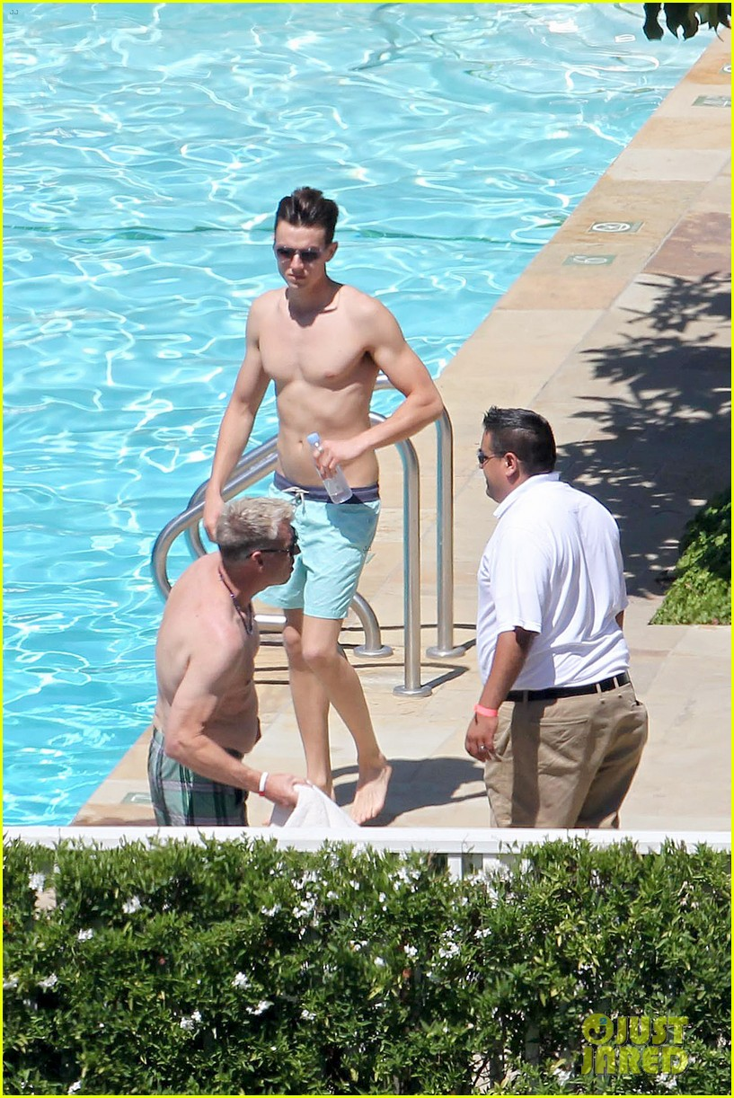 joe simpson hits the pool with a much younger man 113150040