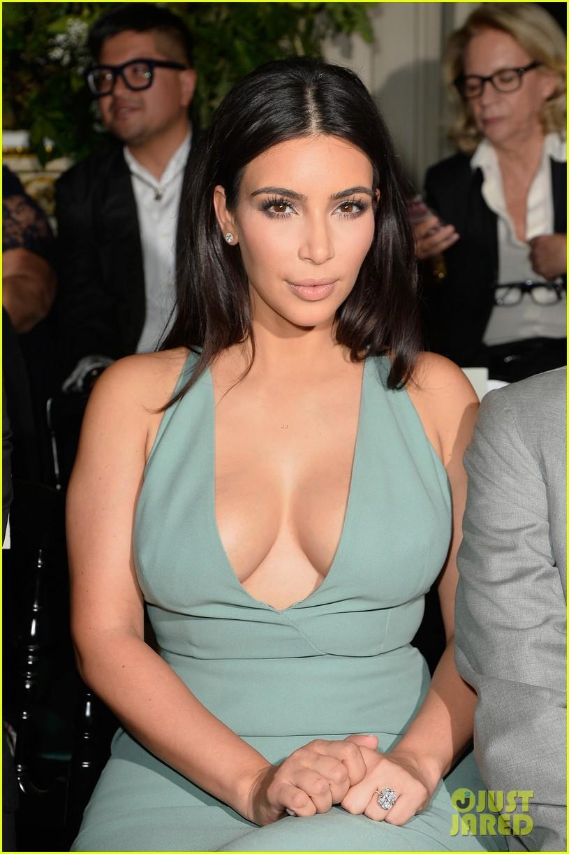 kim kardashian displays lots of cleavage for valentino fashion show 093152334