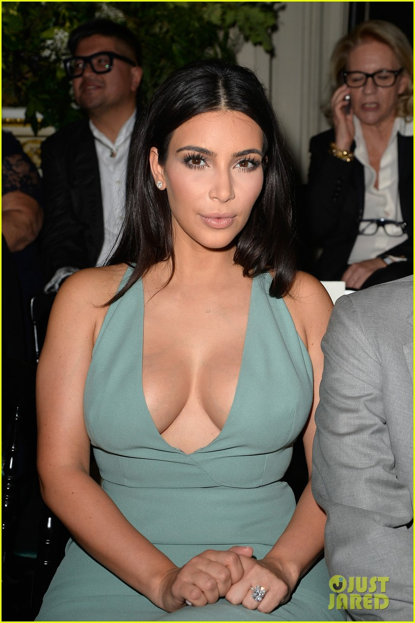 kim kardashian displays lots of cleavage for valentino fashion show 113152336