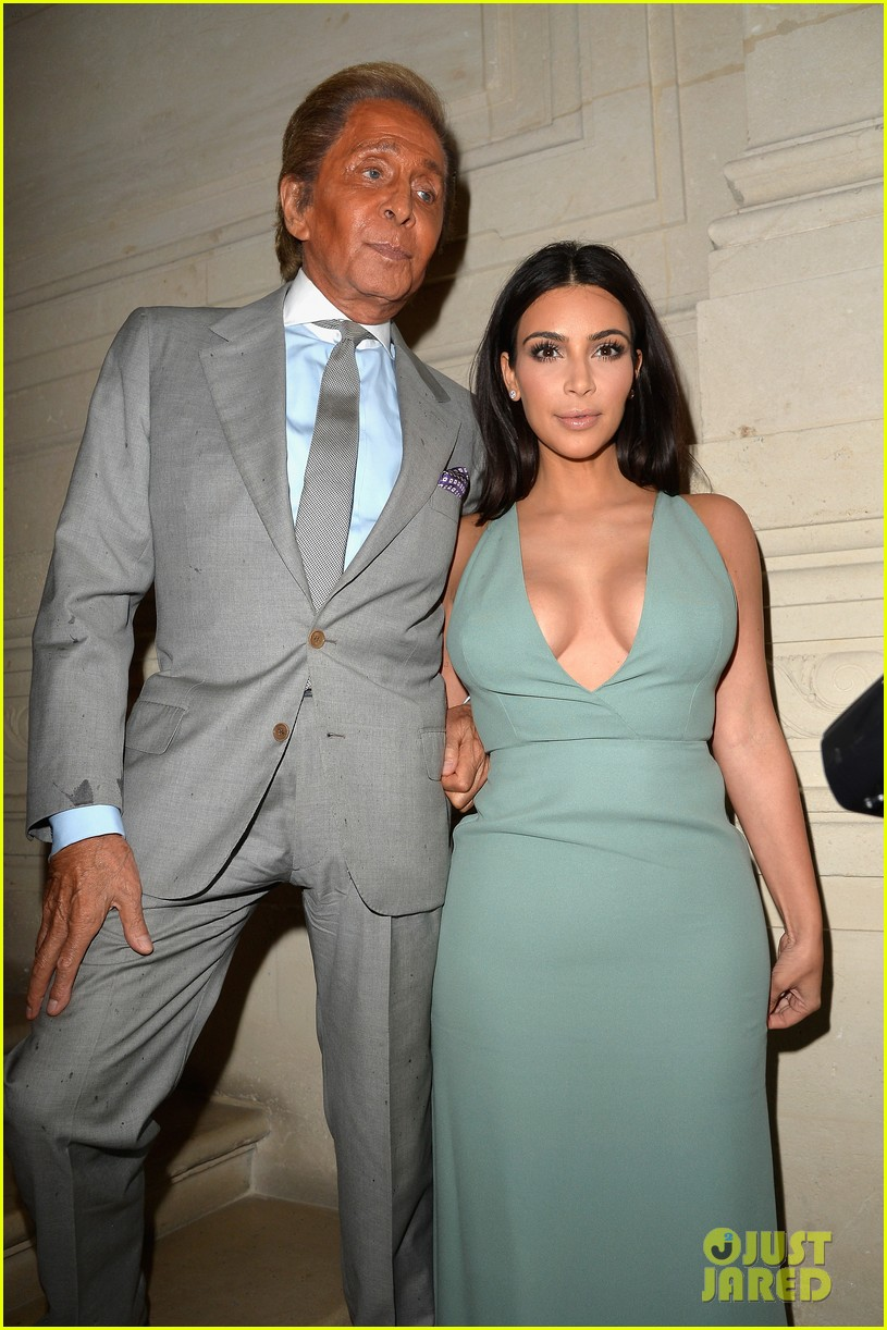 kim kardashian displays lots of cleavage for valentino fashion show 153152340