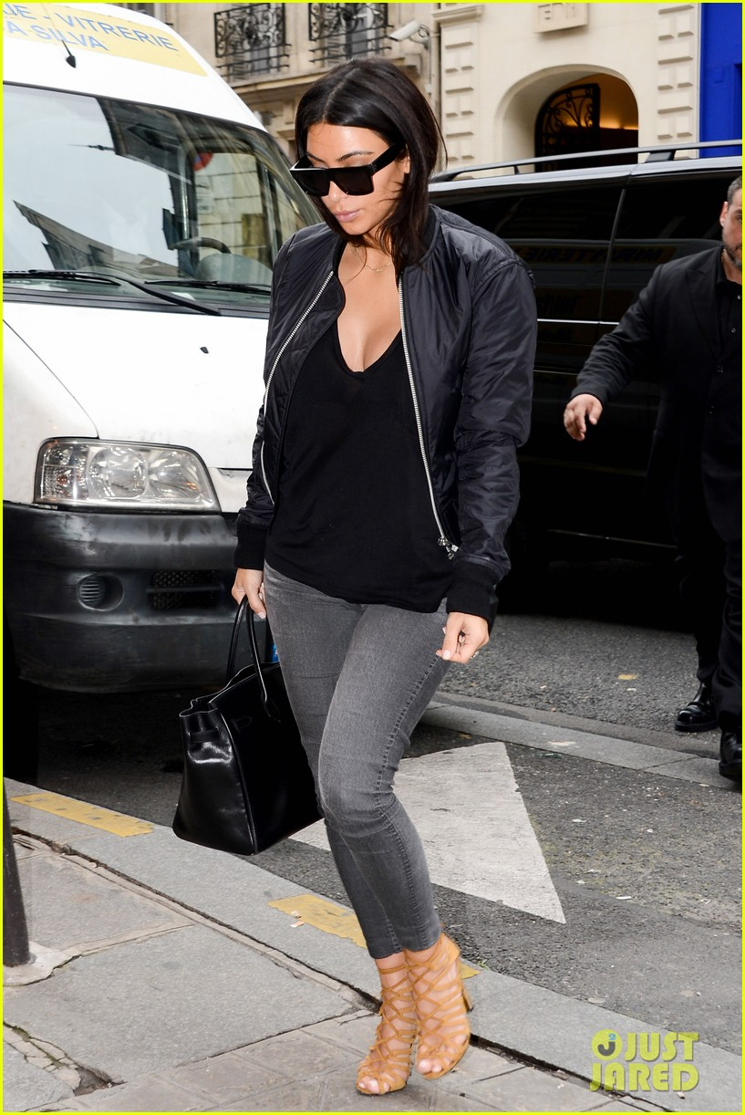 kim kardashian displays lots of cleavage for valentino fashion show 183152343