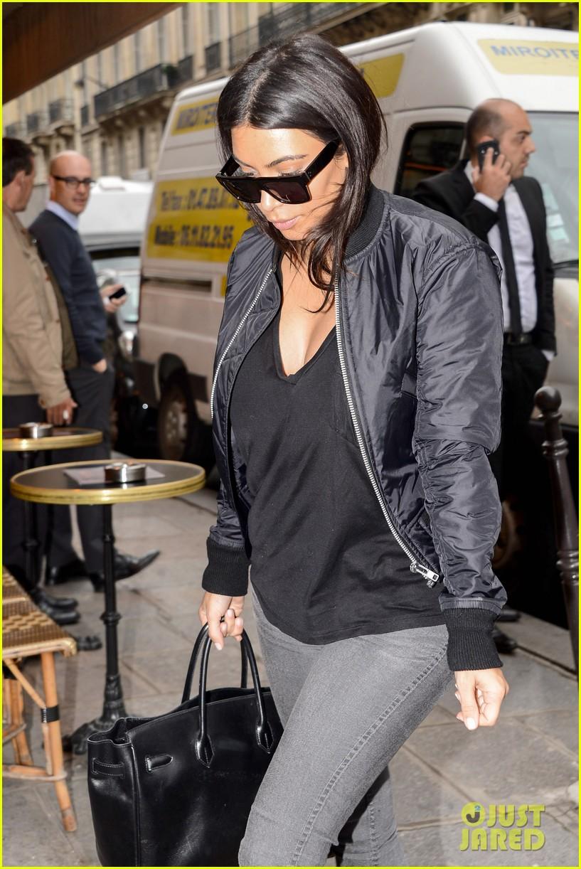 kim kardashian displays lots of cleavage for valentino fashion show 233152348