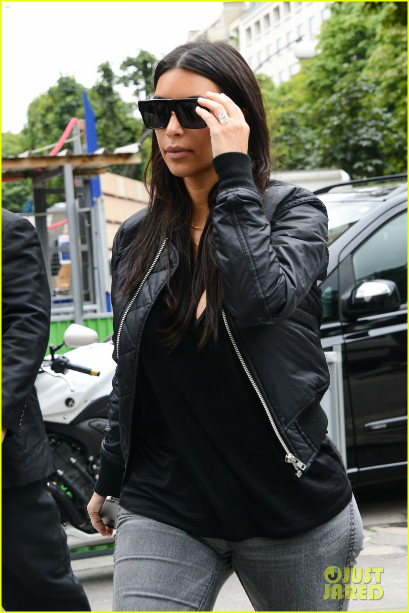 kim kardashian displays lots of cleavage for valentino fashion show 303152355
