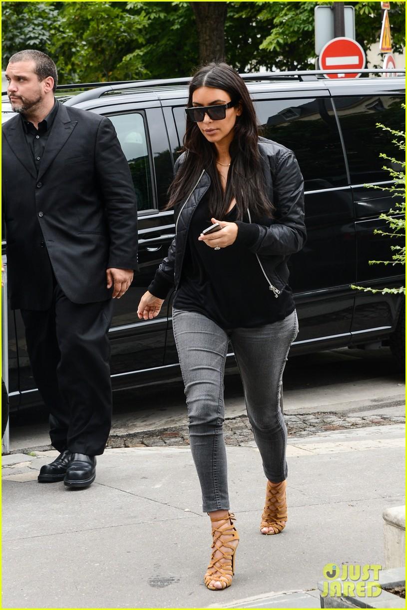 kim kardashian displays lots of cleavage for valentino fashion show 323152357