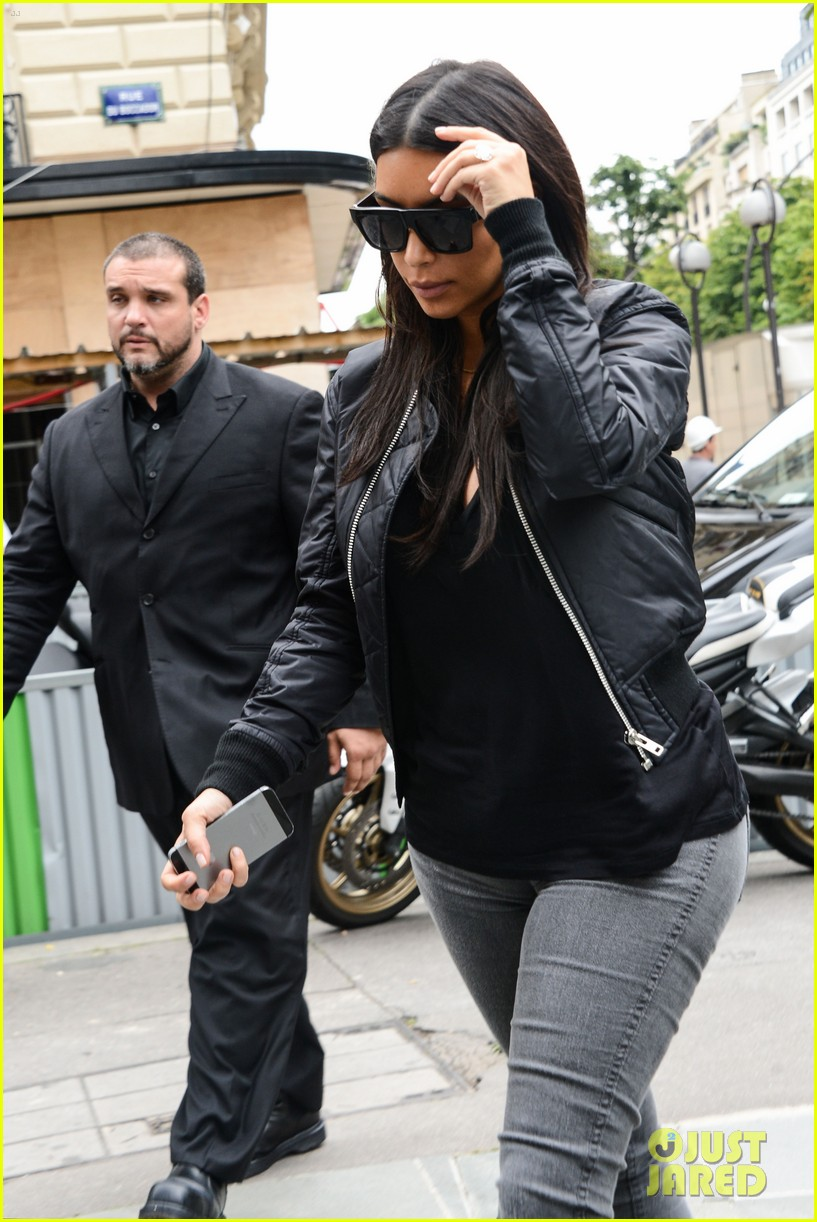 kim kardashian displays lots of cleavage for valentino fashion show 433152368