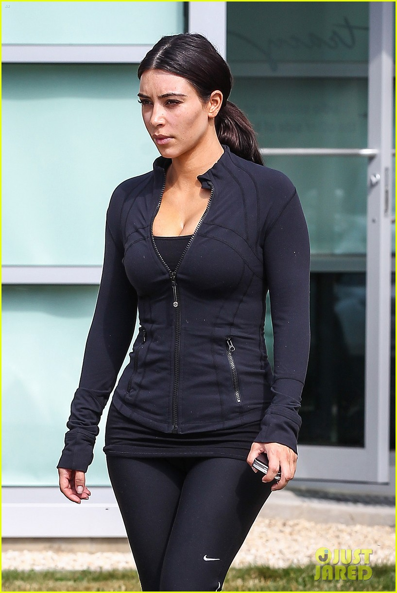 kim khloe kourtney kardashian get in a morning workout 043147643